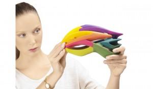 color_cmy_helmet_woman