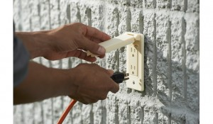 outlet_exterior_w_hand_3